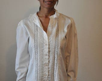 Vintage 1970s White MJ Concepts Blouse with Pleating and Lace Trim