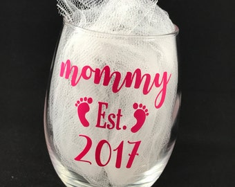 Mommy Wine Glass - Mom Wine Glass - Soon to be Mom Gift - Mothers Day Gift - Cute Wine Glass