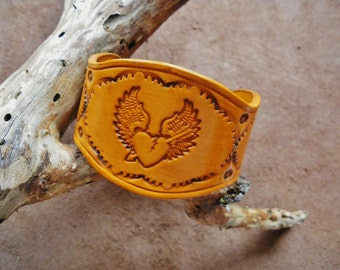 Angel Wings heart brown leather strap