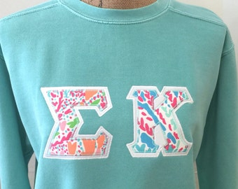 lilly pulitzer greek letter appliqu any letters comfort colors sweatshirt long sleeve t shirt or short sleeve t