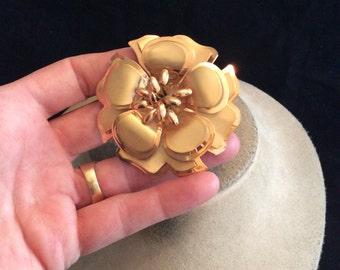 Vintage Large 3D Goldtone Floral Pin