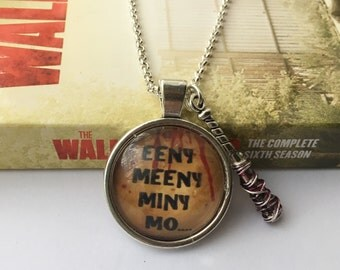 Lucille ~ Negan inspired glass necklace. The Walking Dead (Round)