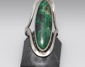Sterling Silver Green Stone Ring - Size 6