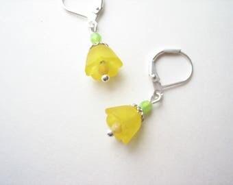 buttercup earrings, yellow flower earrings, bell flower earrings, yellow bell flower, small drops, yellow earrings