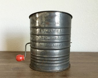 Vintage Flour Sifter; Bromwell's 5 Cup Tin Flour Sifter; Crank Flour Sifter; Bromwell Sifter; Farmhouse Decor; Red Wood Handle; Flour Sifter