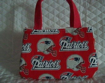 """Patriots Little Girls purse,7"""" x 5"""" x 2"""", With Magnetic snap to close,100% Cotton fabric"""