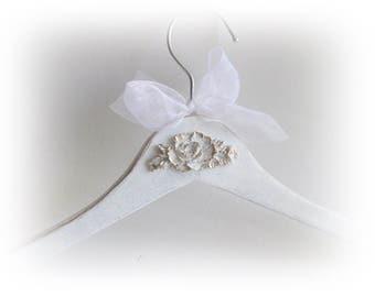Dress Hanger Personalized Bride Hanger Bridal Hanger Maid of Honor Gift Wedding Hanger Bridal Shower Gift Clothing Hanger Bridesmaid Gift