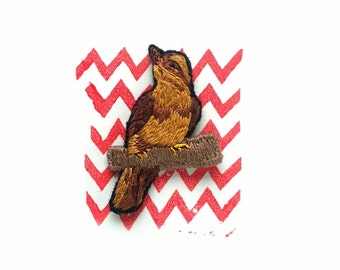 Embroidery brooch - Twin Peaks pin, Twin Peaks Brooch - Bird brooch, Bird embroidery, Bird Pin, 90s pin, tv pin