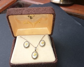 Vintage Camelot Costume Jewelry Pendant Necklace Earrings Set Original Box