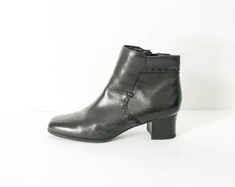 Black leather ankle boots - Women's 7M chelsea boots - Leather Beatles boots - Bass Zip up leather ankle boots - Round toe boots