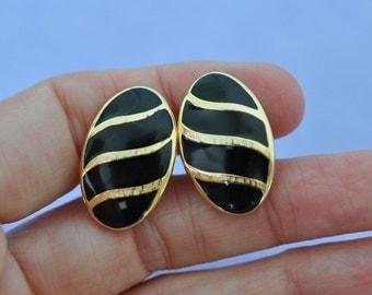 Trifari Earrings, Black and Gold Tone, Black Earrings, Trifari Jewelry, Clip On Earrings, Clip Ons, Gold and Black Earrings GS845