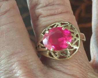 Vintage 14 kt and garnet filigree ring