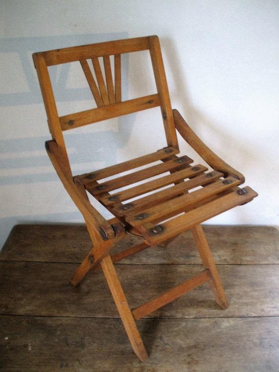 Petite chaise pliante enfant en bois d but xxe si cle for Petite chaise en bois pour bebe
