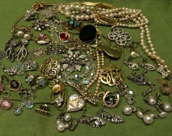 SALE! Vintage Costume Rhinestone Jewelry Lot Re-Purpose Art Supply Bracelet Earrings Pendant 44 pc