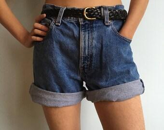 Vintage levis sz L 9 jean shorts