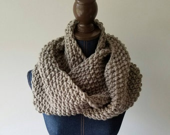 Chunky Scarf // Women's Infinity Scarf // Infinity Scarf // Knitted Scarf// Bulky Scarf // Circle Scarf // The Vegan Bulkload