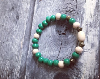 Boho bracelet with wooden beads, green, Bohochic