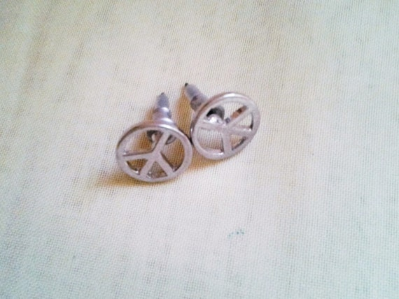 Mercedes benz stud earrings vintage for Mercedes benz earrings