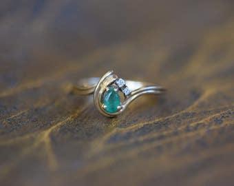 10 Karat Yellow Gold Emerald and Diamond Gemstone Vintage Ring, US Size 6.0, Used Jewelry