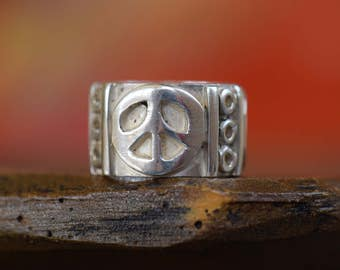 Vintage Peace Sign Retro 925 Mexico Silver Band, US Ring Size 7.0, Used Ring