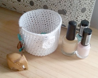 Mini crochet pot in white