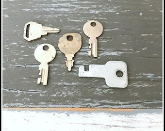Small Silver Keys (5) Old Keys - Vintage Hardware Locksmith Keys - Lot 2