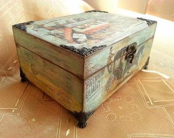 Vintage wooden box / Hand decorated keepsake box/ Antique memory box/ Home decor/ Gift idea