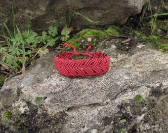 Red macrame bracelet, bay leaf