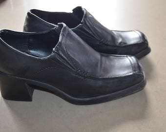 Code FOREVER15: 15% + reduced SHIPPING!  Chunky 90's squared heels / Goth 8US