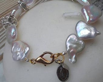 The Pearl of the hearts and Virjencita of the commitment bracelet