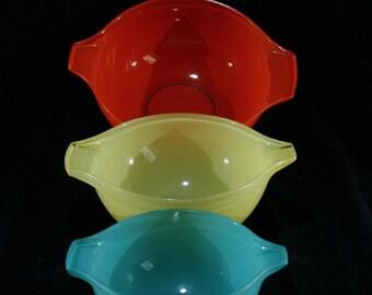 Pyrex Sedlex bowls, France, Red, Yellow & Green Pyrex Cinderella mixing bowls, 1958