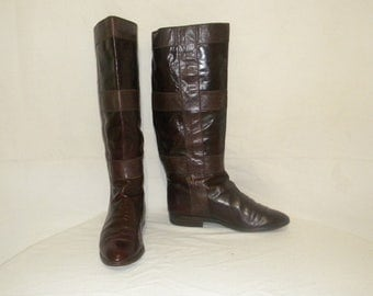 Vintage boots. Vintage Women boots, Sz 7 Vintage maroon tall leather 1970s flat ladies riding boots