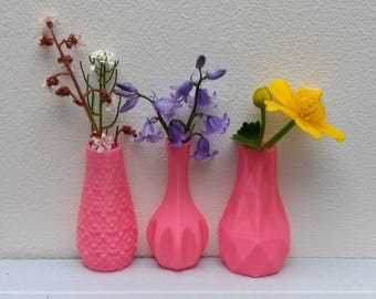 Set of three magnetic vases