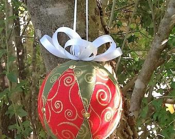 Red, green and gold Kimekomi Christmas ornament