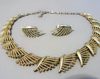 Signed CORO - Demi Parure - gold tone necklace and earrings -  1950/60s - vintage jewelry - gift for woman
