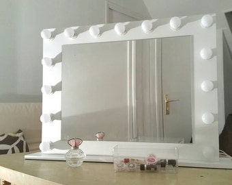 Lacquered makeup mirror