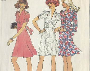1974 Vintage Sewing Pattern B34 DRESS (1070) Simplicity 6661