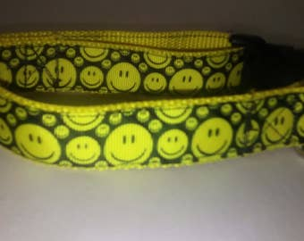 Adjustable smiley face dog collar