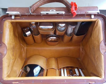 French Leather Gladstone/Doctors Bag Complete Accessories amazing condition leather int.ext. key, sturdy handle, bevelled mirror, bottles.