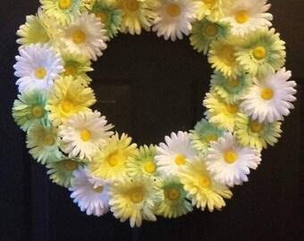 Daisy wreath / spring wreath / summer wreath / Easter wreath / door wreath / holiday wreath / front door wreath / daisy door wreath