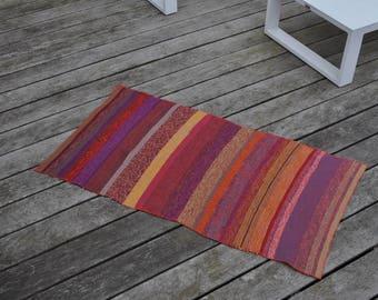 Tapis multicolore tricoté