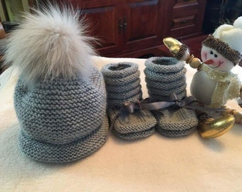 Duo hat with Pom Pom fur and booties