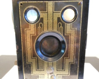 1940s KODAK BROWNIE CAMERA - Free Shipping - Vintage later version of Kodak's original 1900 low cost camera.