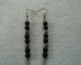 Hanging earring black & silver beads