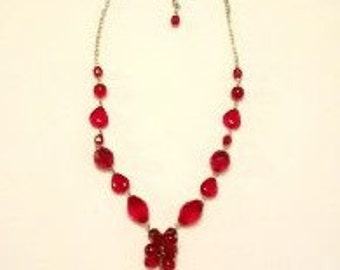 Pretty Vintage Red Beaded Chain Clasp Necklace
