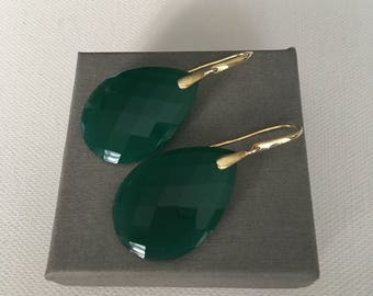 Beautiful green Onyx gemstone handmade earrings, vermeil 22 k gold plated on Silver (925)