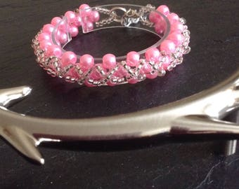 Pink glass pearl hugs and kisses bracelet.