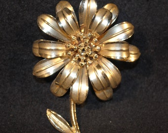 Vintage Gold Flower Brooch