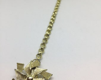 Vintage 1960s Gold Tone Pinwheel and Link Chain Sweater Clip | Cardigan Clip | Sweater Keeper | Sweater Guard | Collar Clip | Sweater Chain