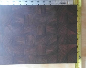 Walnut end grain cuttingboard. 9x13x1